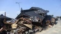 震災にて倒壊した家屋