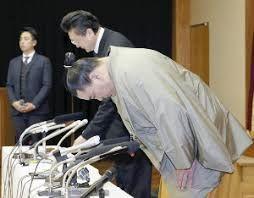 11月29日日馬富士から引退届を提出し引退会見