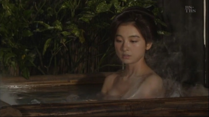 【水戸黄門】詩乃(元AKB篠田麻里子)が、お宝入浴シーンを披露!