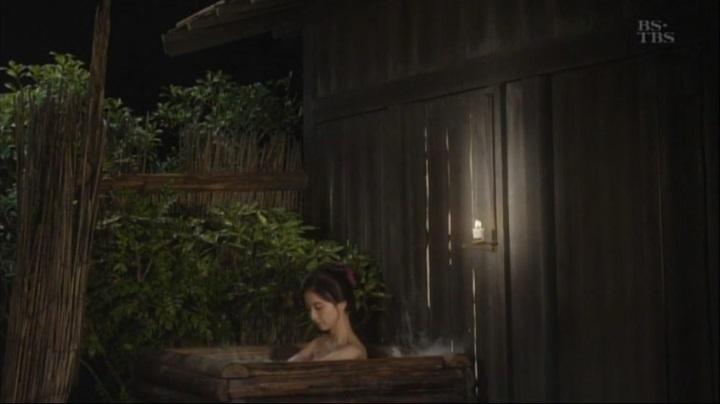 篠田麻里子が【水戸黄門】で御宝入浴シーンを披露!!詩乃入浴シーン(小)2