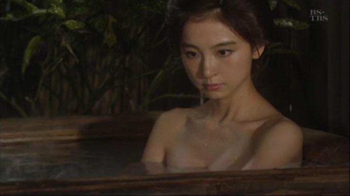 篠田麻里子が【水戸黄門】で御宝入浴シーンを披露!!詩乃入浴シーン(大)3