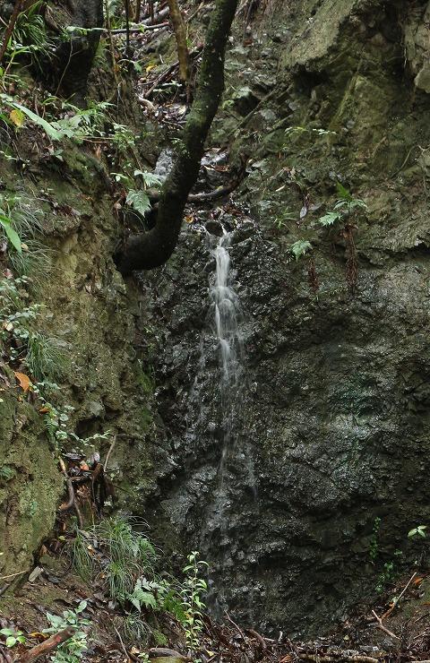 爺神山の滝 暗いかな 29 10 18