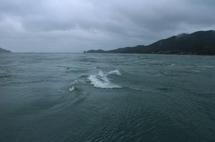 流石村上水軍の城近く 波荒いです 29 10 19