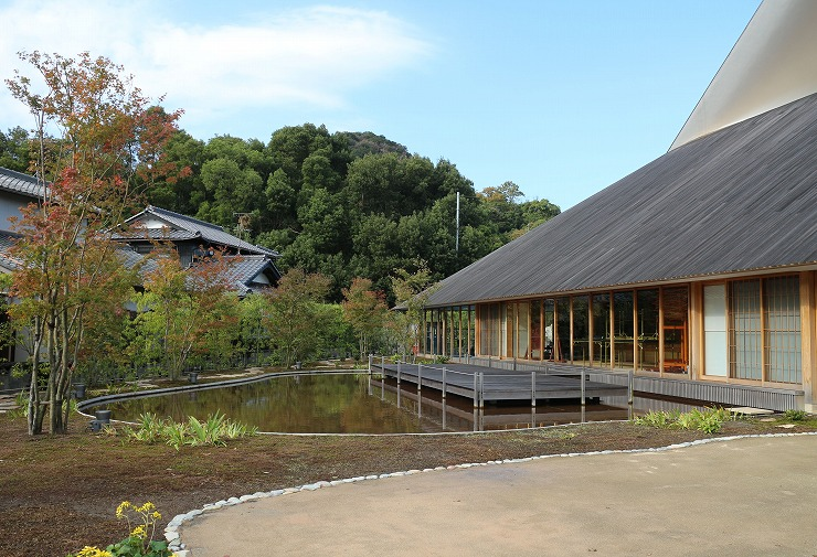 直島ホールと庭 29 11 11