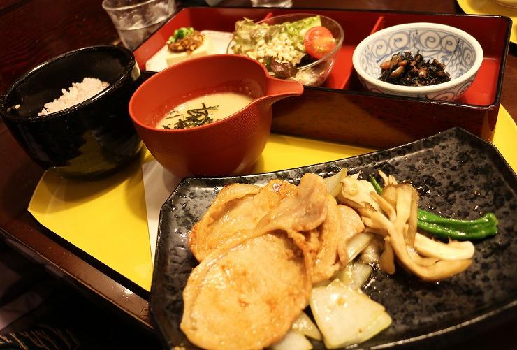 審査会が終わって 夕食 駅へ 29 11 24