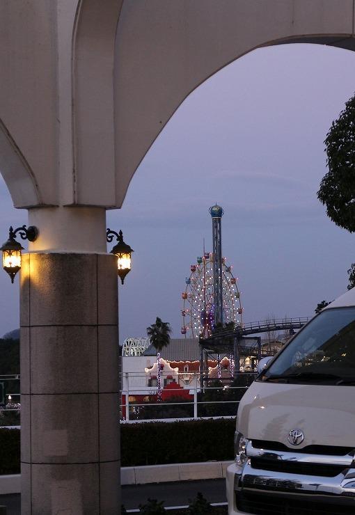 ホテルの前から遊園地 29 12 25