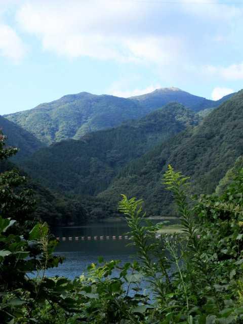 IMG2159JPG湖畔より福智山です