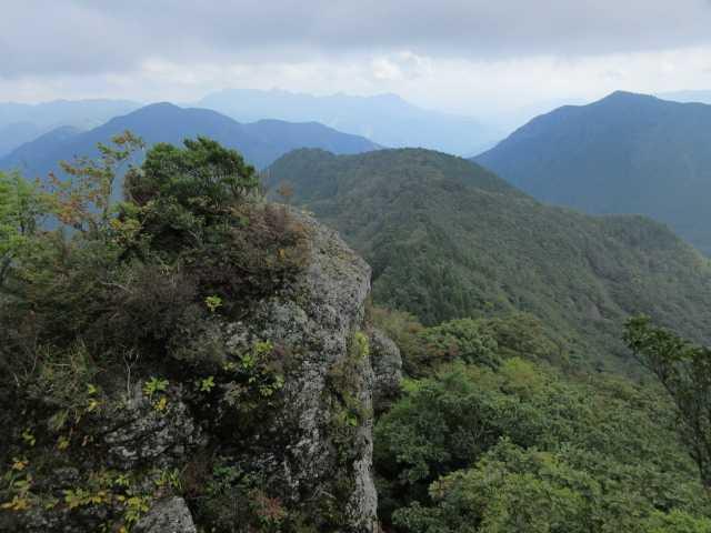 IMG2421JPG刈又山、三陀山の奥に犬ケ岳
