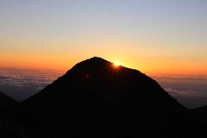 IMG4976JPG中岳に上がる日の出
