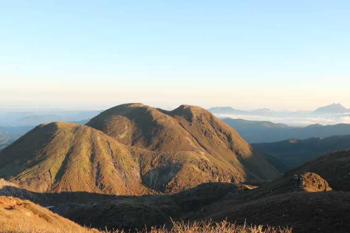 IMG4998JPG朝日を受ける三俣山