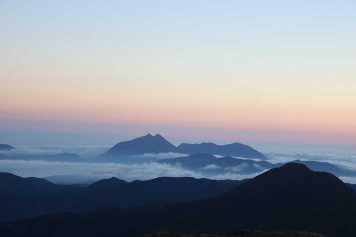IMG4970JPG雲海と由布岳鶴見岳