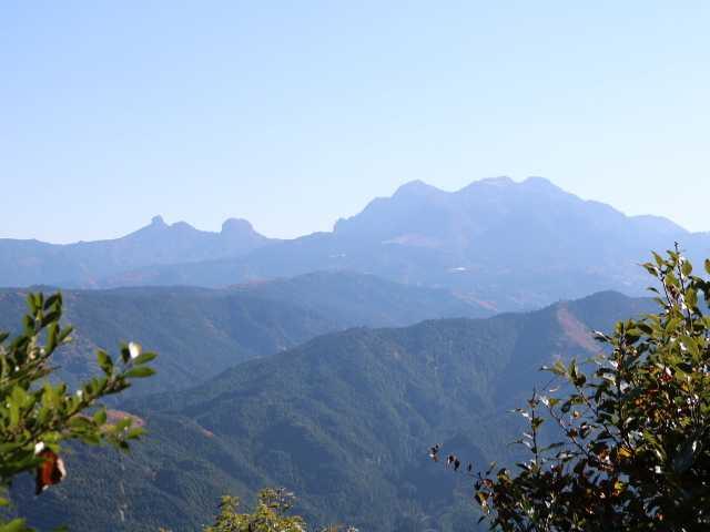 IMG6116JPG山頂から鷹巣山英彦山遠望