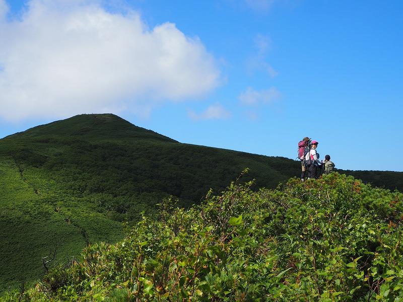 礼文山頂部を望む
