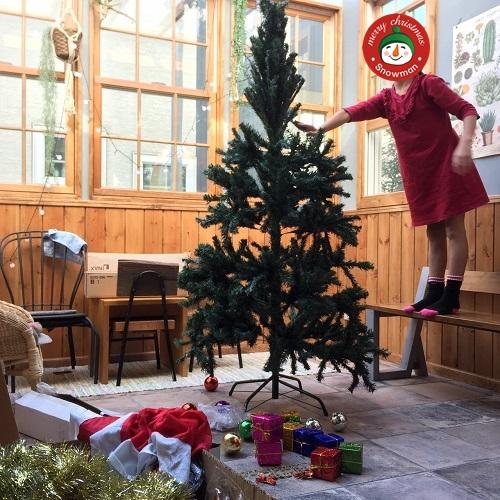 クリスマスの準備とツリーの飾り付け