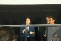 『ポップ・アイ』カーステン・タン監督(左)と主演のタネート・ワラークンヌクロさん。
