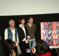 『フォーリー・アーティスト』左からフー・ディンイーさん、ワン・ワンロー監督、プレゼンターのリ・シュンリョウさん