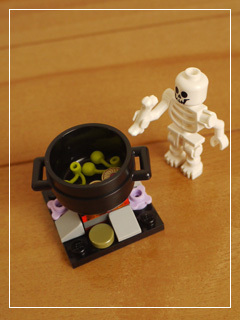 LEGOHalloweenHaunt04.jpg