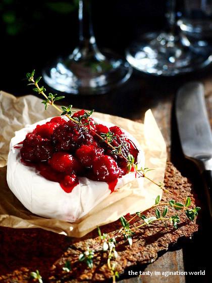 camembert_berrysauce.jpg