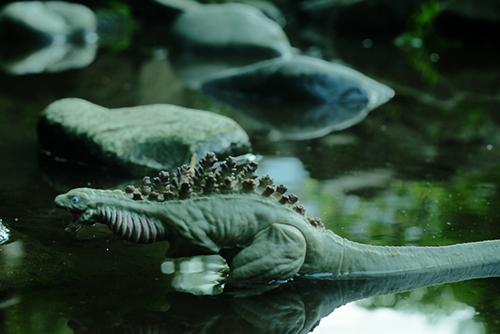 池の水に浸かっている、シン・ゴジラ第二形態、蒲田くん