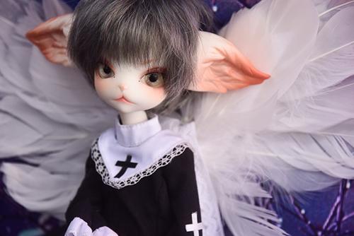 シスター服に大きな天使の翼をつけた、DOLLZONE・Miss Kittyのジーナ。