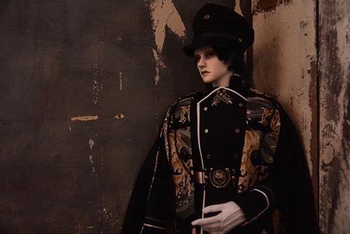 「帝都物語」の加藤保憲としてお迎えした、Ringdoll、Dracula-Style Bの軍服を新調しました。