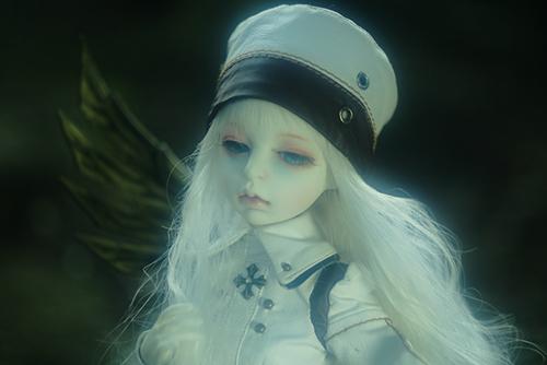 機械の翼を持つ少女、DOLLZONE・GillのAnne(アンヌ)。ウィッグとアイを変えて、大変身です。