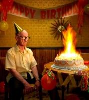 燃えた誕生ケーキ
