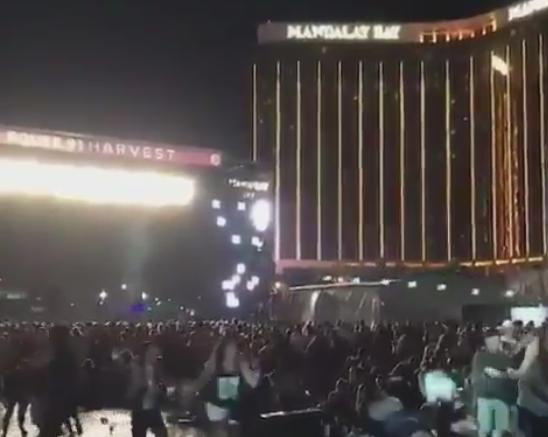 ラスベガス 機関銃 コンサート会場 アメリカ 銃社会