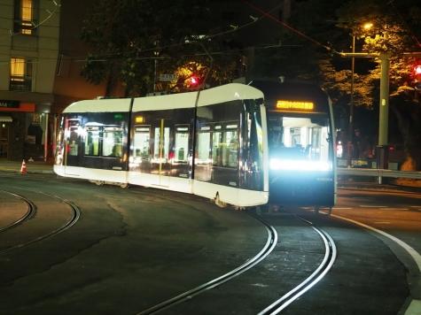 札幌市電 A1200形電車 ポラリス【資生館小学校前停留所】
