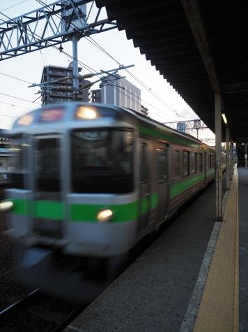 JR北海道 721系 電車 快速エアポート【苗穂駅】