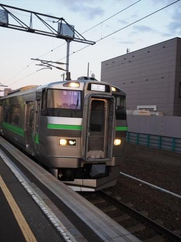 JR北海道 733系 B-118編成+731系 G-113編成 電車【苗穂駅】