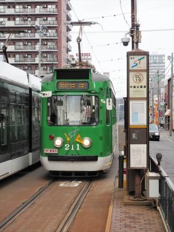 札幌市電 210形 電車【中島公園通停留所】