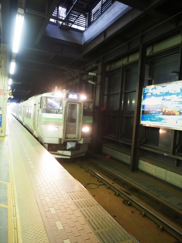 JR北海道 731系電車 B-121編成【札幌駅