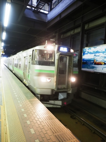JR北海道 731系電車 B-121編成【札幌駅】