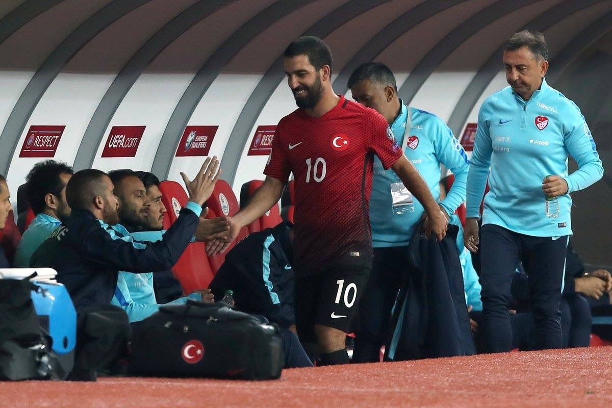 Arda Turan being substituted laughing while Turkey was losing 3-0
