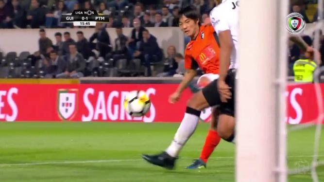 nakajima shoya goal against Guimarães
