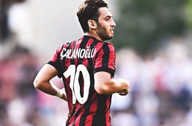 Hakan Calhanoglu AC Milan 10