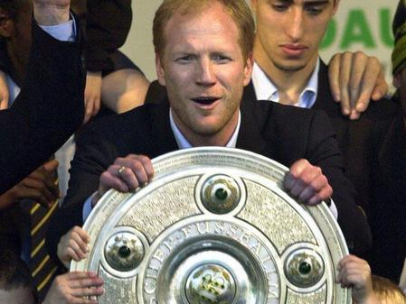 Matthias Sammer mit der Meisterschaftsschale bei Borussia Dortmund