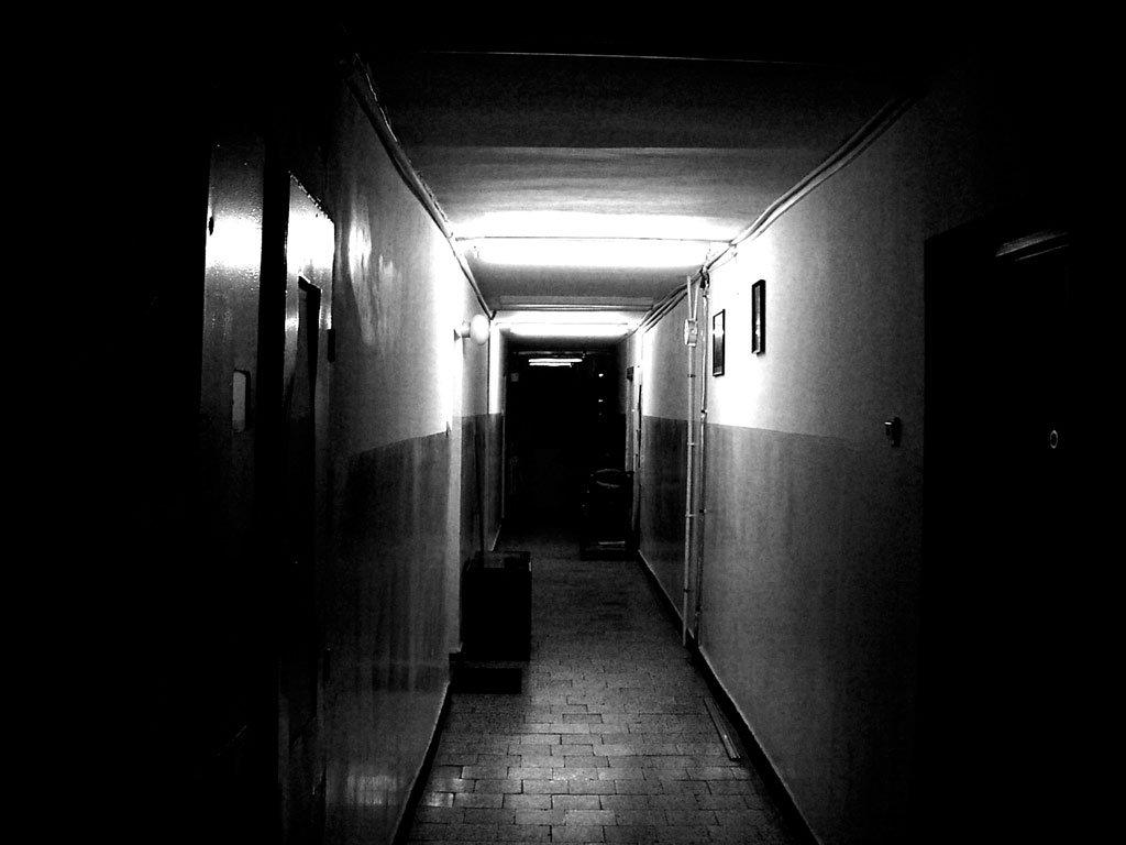 トンネル 恐怖 落書き