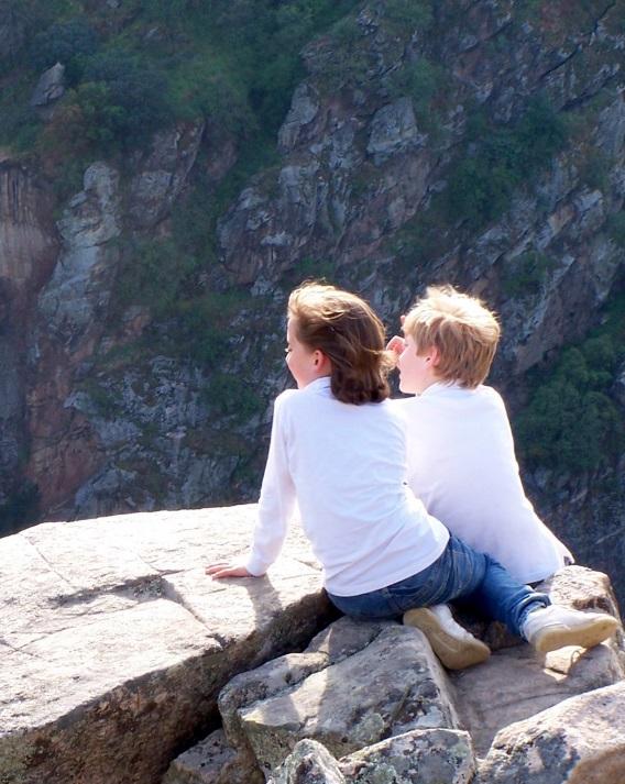 崖 カップル 平和