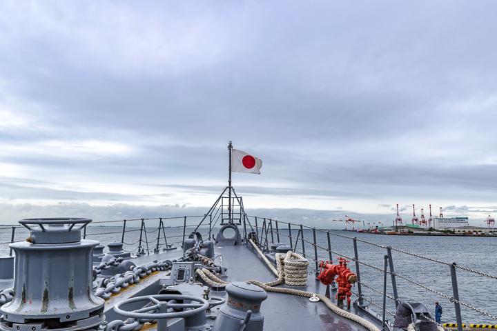 たかなみ型護衛艦 DD110 たかなみ 艦首旗竿 日本国旗 日の丸