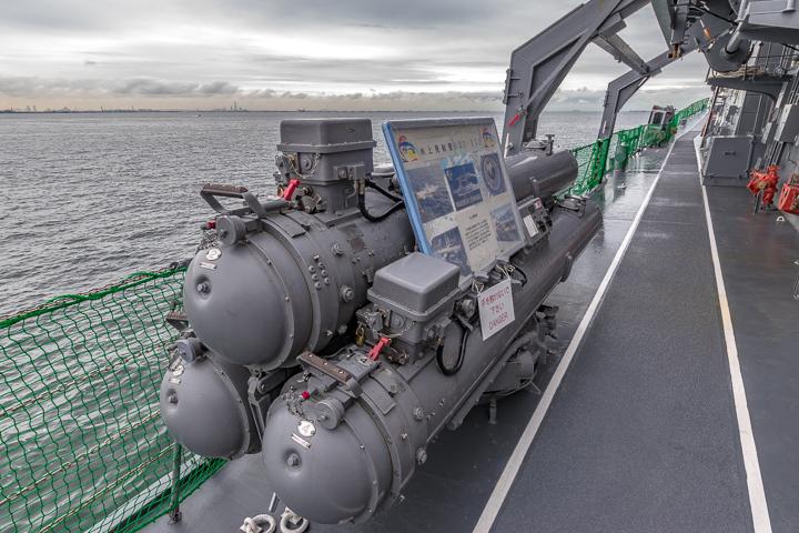 たかなみ型護衛艦 DD110 たかなみ 3連装短魚雷発射管