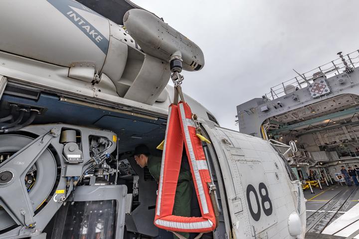 たかなみ 哨戒ヘリコプター SH-60K ホイスト