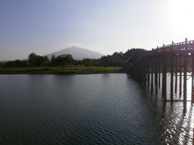 鶴の舞橋と岩木山20170925