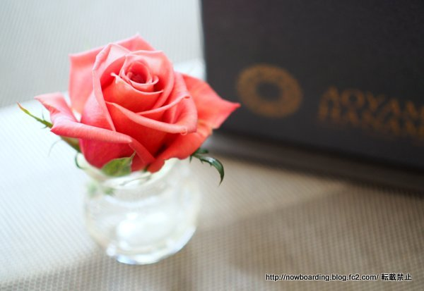 BOXアレンジメント<フルール・ドゥ・パティシエ(マーブル)> バラ