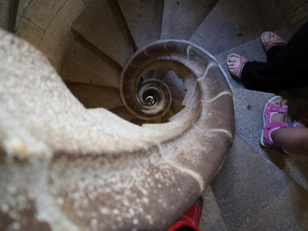ファザードを降りる階段