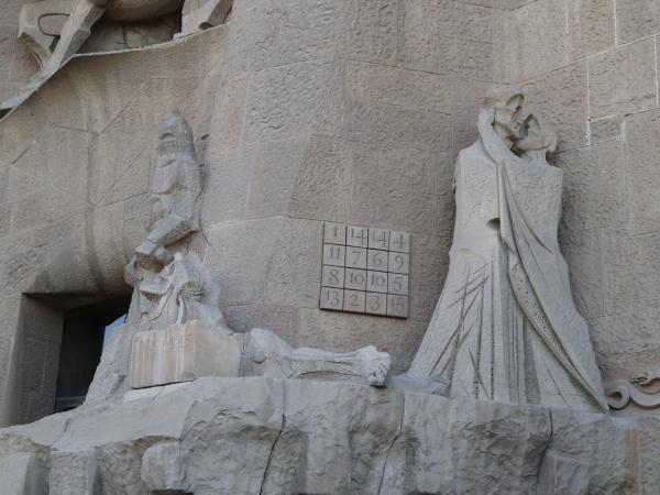 受難のファザード彫刻1