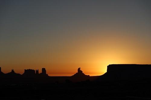 モニュメントバレー朝陽2