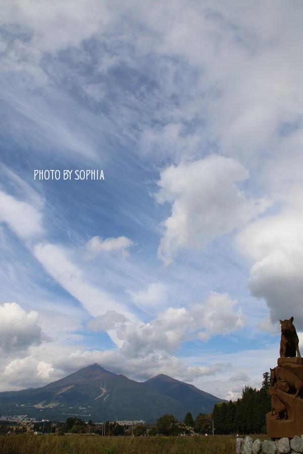 磐梯山と秋の空