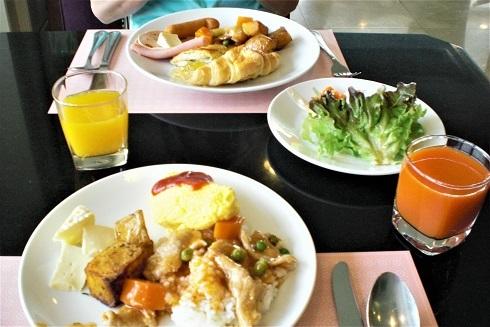 シーロム朝食